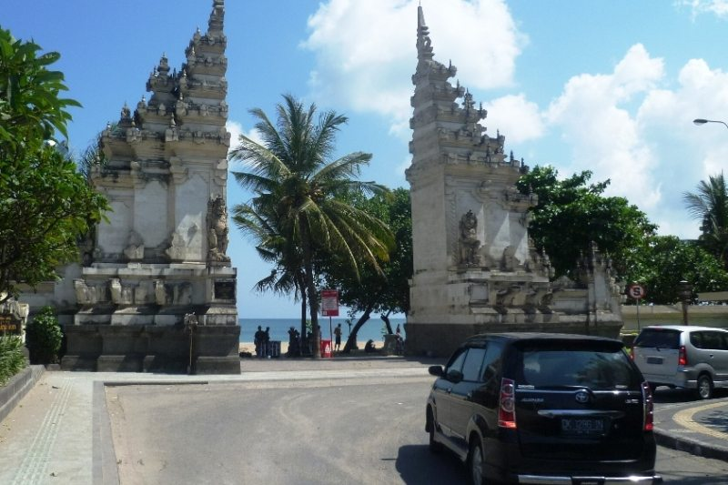 Eingang zum Kuta Beach auf Bali