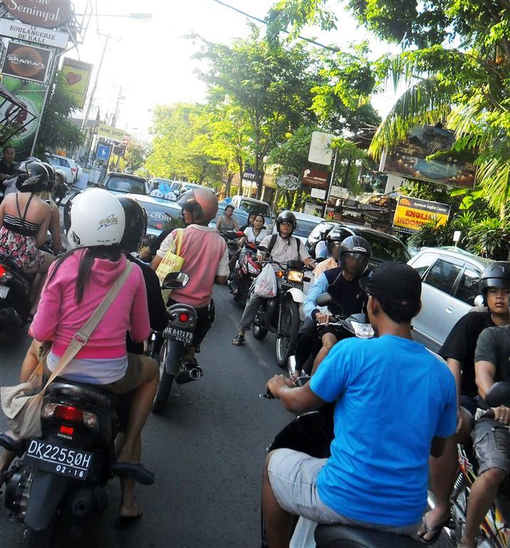 Urlaub Bali: Verkehr in der Region Kuta