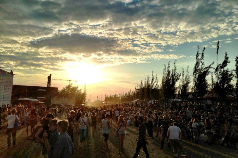 Dockville in Hamburg: Tanzen mit Blick auf die Docks