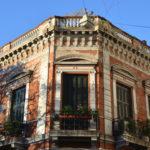 Buenos Aires und seine Viertel: Auf Souvenirsuche in San Telmo entdeckt man schönste Architektur.