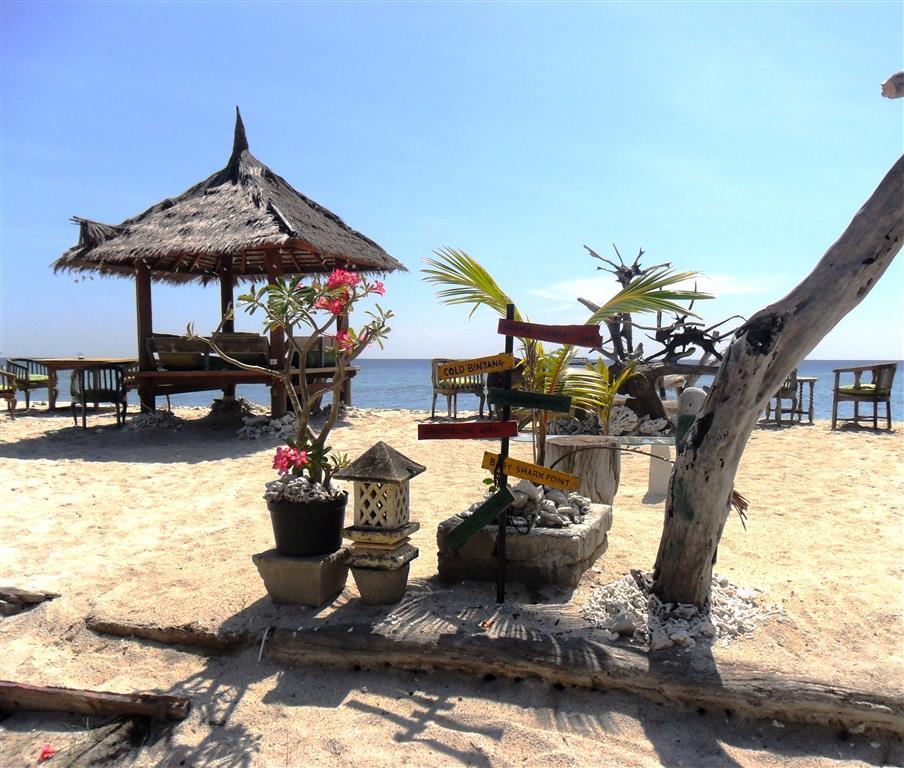 Genießen auf Gili Trawangan: Leckeres indonesisches Essen, serviert am Strand