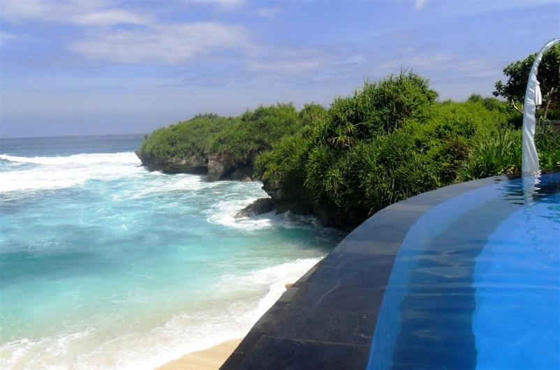 Traumhaft: Der Blick vom Pool auf den Dream-Beach (Nusa Lembongan-Bali)