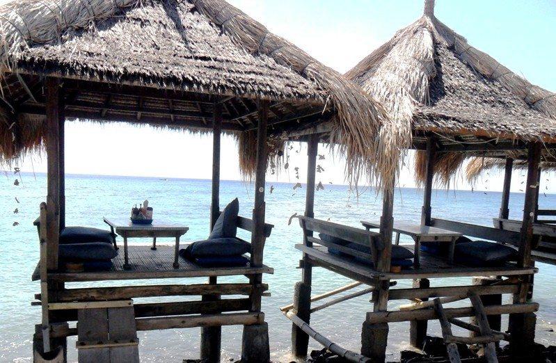 Paradiesisch entspannen: Holzhütten direkt im Wasser