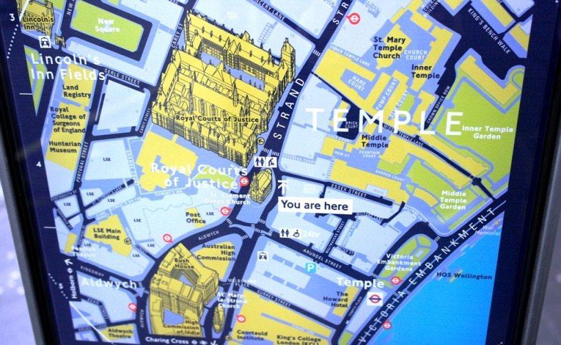 Sightseeing in London ganz einfach und kostenlos: Überall stehen Stadtpläne mit Informationen