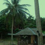 Die Bungalows im Jinda Bay Resort auf Koh Phangan sind direkt am Strand