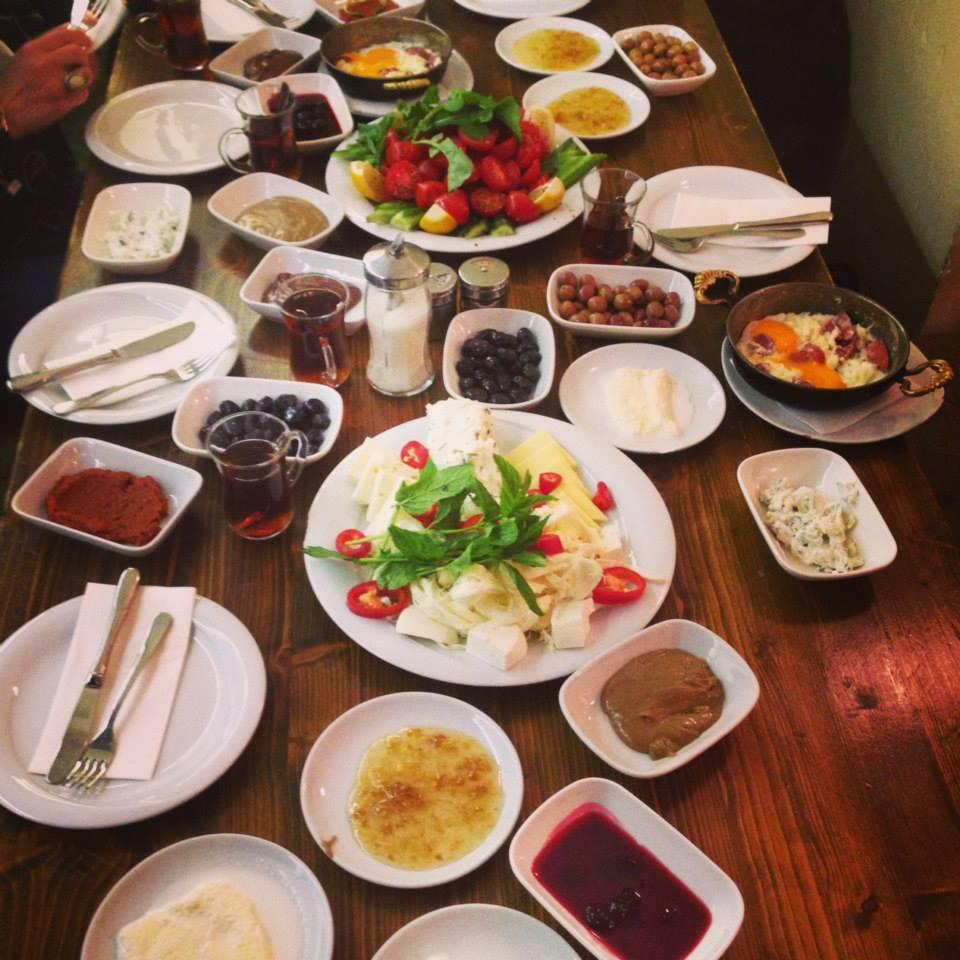 Istanbul-Frühstück im Van Kahvalti Evi, Beyoglu