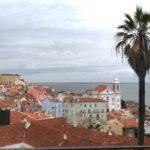 Top 20 Tipps für Lissabon-Reisen: Ausblick über das Viertel Alfama und den Tejo, Portugal