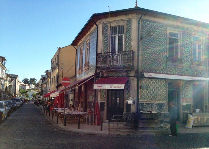 In der Taberna do sao Pedro kann man günstig Fisch essen in Porto