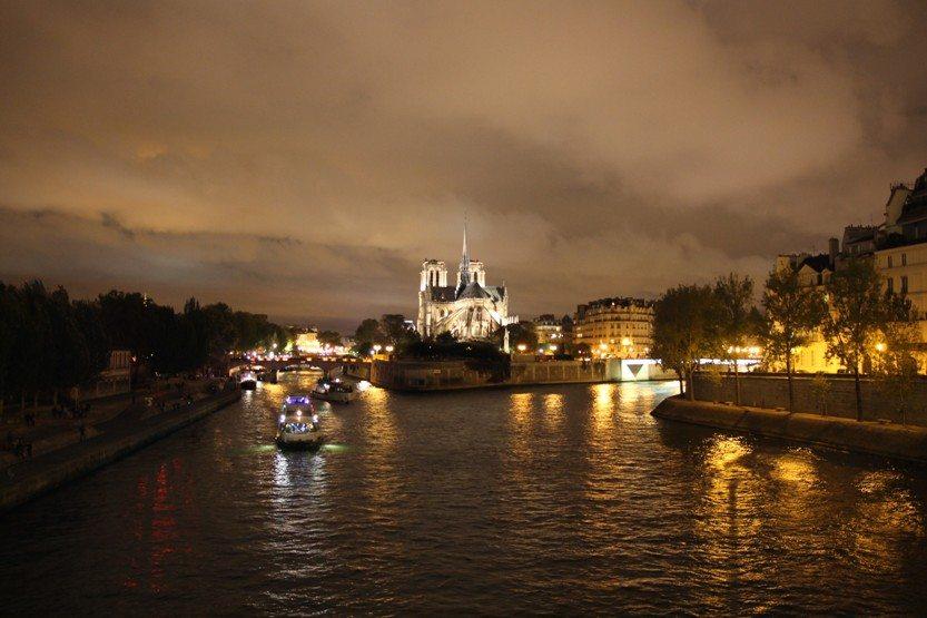 Paris bei Nacht: Notre Dame und Seine, Sehenswürdigkeit