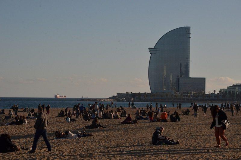 Blick auf das W Hotel am Strand von Barceloneta