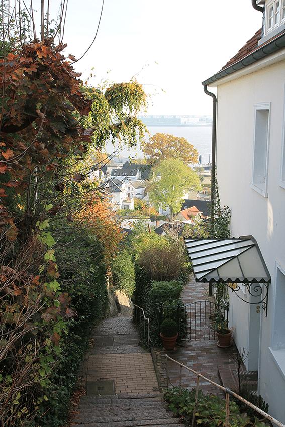 Süllberg-Terrassen in Blankenese gehören zu den schönsten Orten in Hamburg