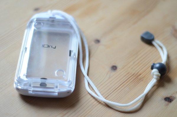 Das wasserdichte iDry-Gehäuse fürs Iphone 4S