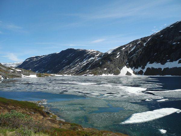 Rundreise Norwegen: Autofahrt vom Geiranger Fjord Richtung Lom