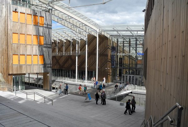 Rundreise Norwegen: das Hafenviertel Akerbrygge in Oslo