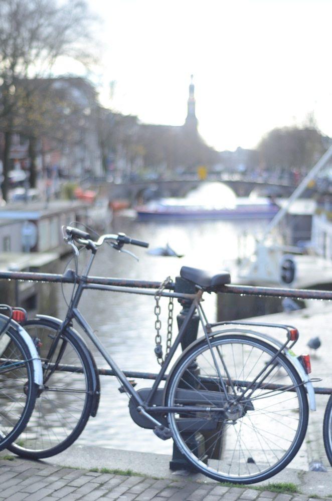 Grachten im Jordaan Viertel in Amsterdam