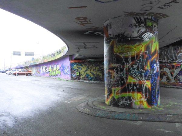Kurztrip Prag: Graffiti unter einer Brücke in der Neustadt