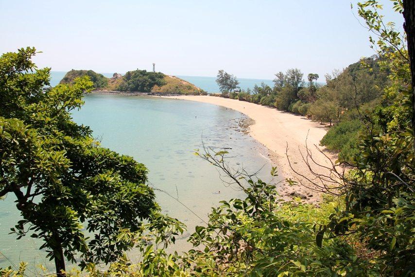 Dschungeltour und Nationalpark auf Koh Lanta: einsame Bucht nach Spaziergang durch den Regenwald