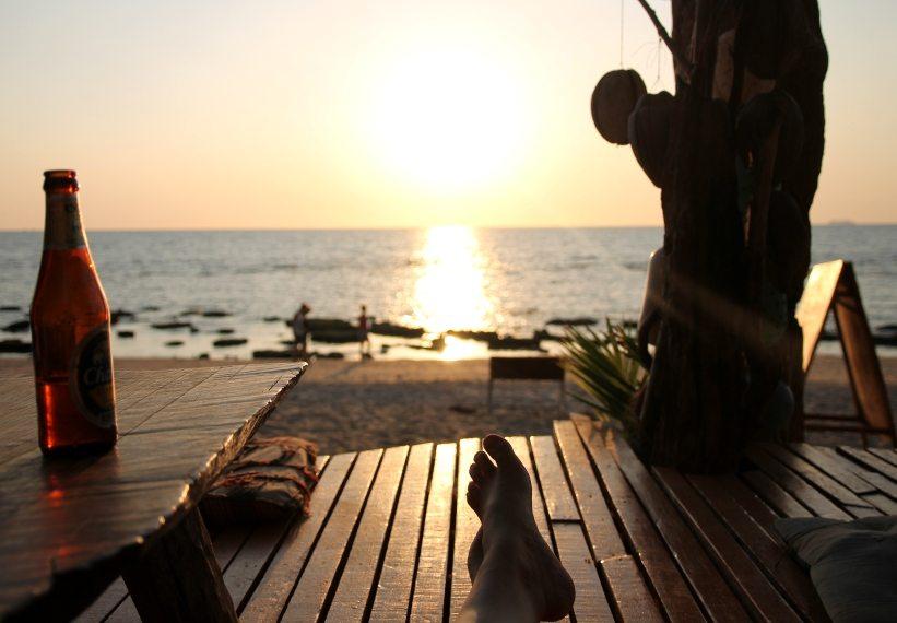 Wunderschöne Sonnenuntergänge in einer Hippie-Bar auf Koh Lanta in Thailand