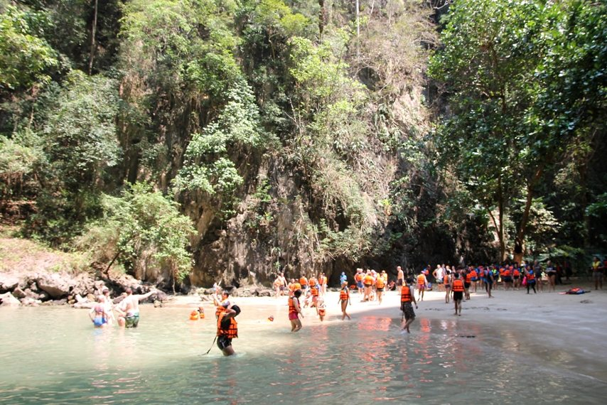 "Touristenmagnet ""Emerald Cave"" auf Koh Muk"