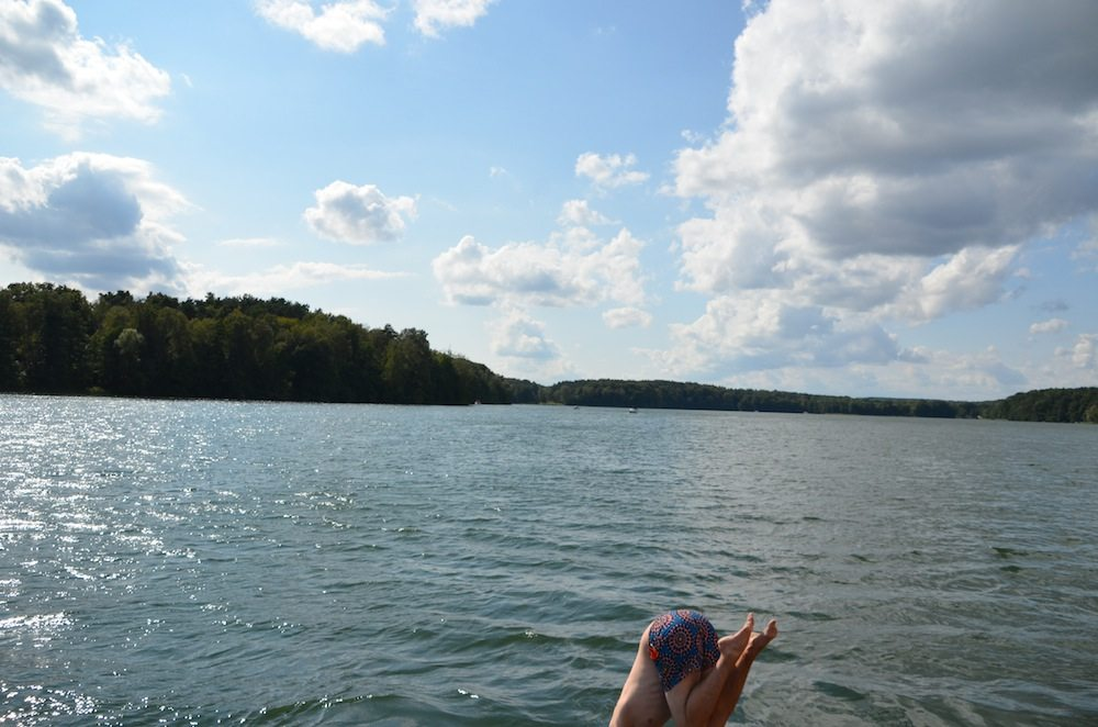 Ab ins Wasser. Am besten vom Dach des Hausboots.