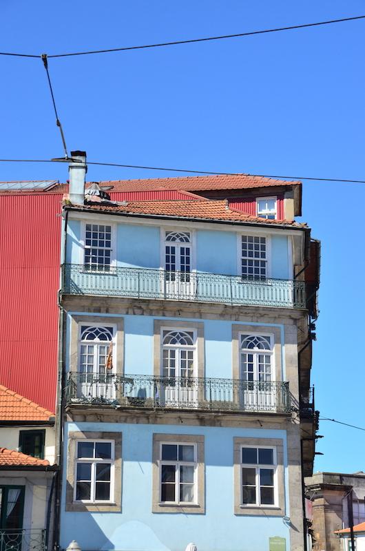 Spaziergang durhc bunte Gassen der Altstadt - Porto Tipps