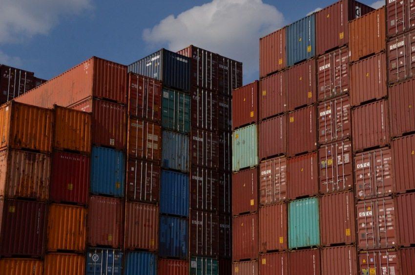 Noch typischer: Die bunten Container in Hamburgs Hafen