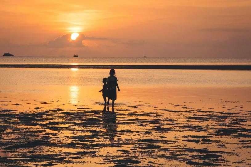 Sonnenuntergang am Leela Beach auf Koh Phangan in Thailand