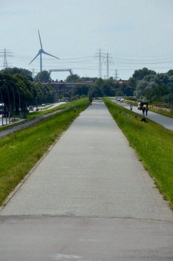 Toller Spaziergang in Hamburg: Der Deich auf der Veddel