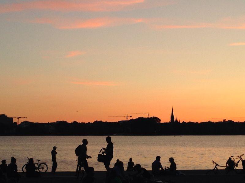 Geheimtipp für ein Wochenende in Hamburg: Grillen zum Sonnenuntergang am Schwanenwik, Außenalster
