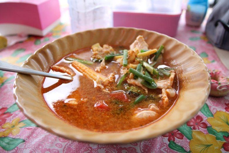 Lecker: Tom Yum Suppe vom typisch thailändischen Essensstand