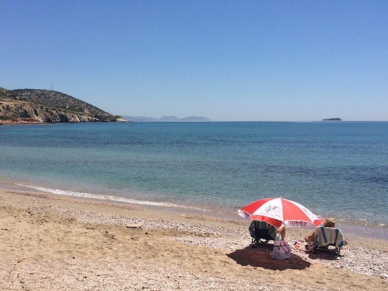 Pralle Sonne am Varkiza Strand Athen - und glasklares Wasser