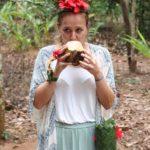 Spice Tour Sansibar - frische Kokosnuss und allerhand Schmuck