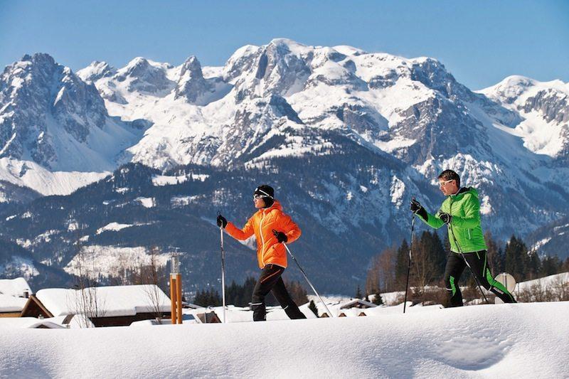 Skilaufen in den Bergen in Österreich