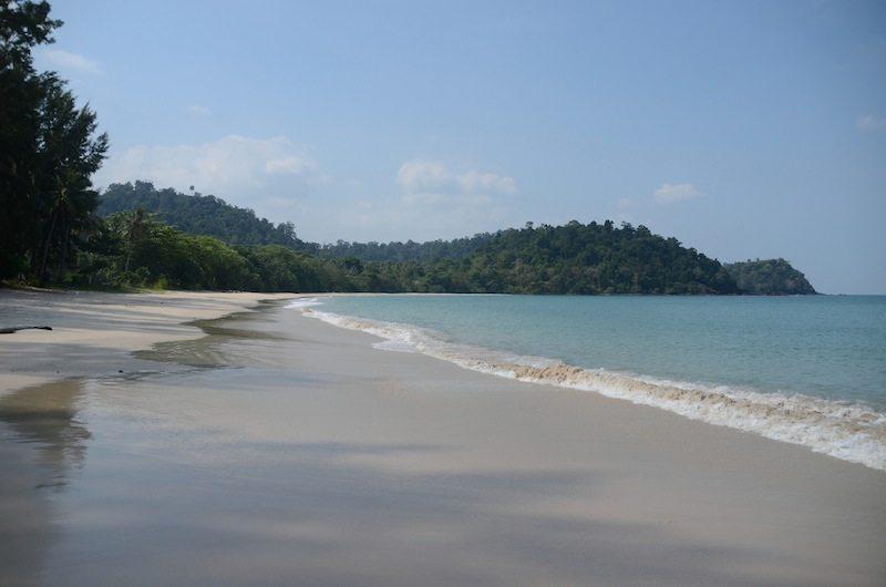 Geheimtipp Thailand: Einsame Buchten auf der Insel Koh Tarutao - hier am Mo Lae Strand