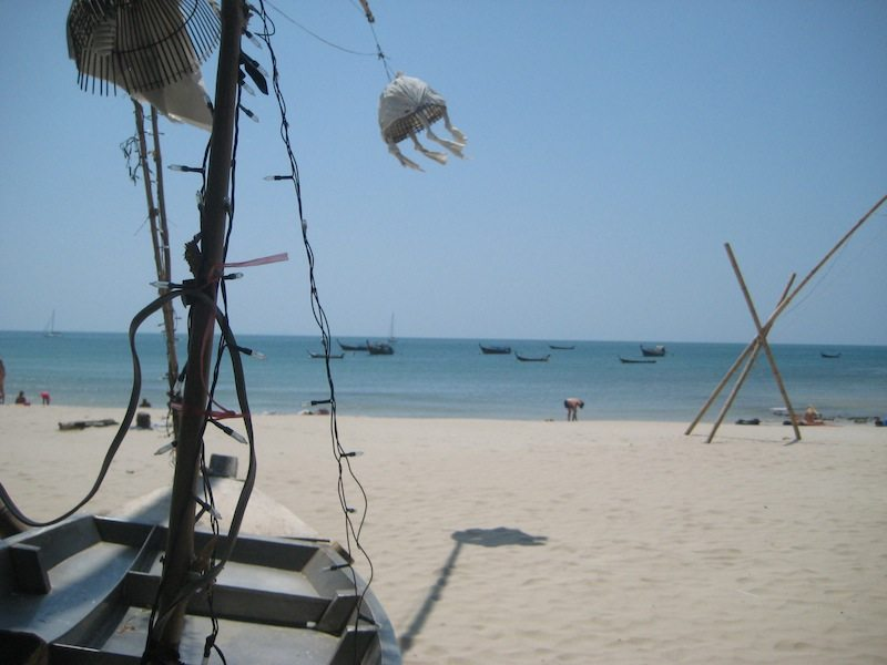 Ba Kantiang Bay: ein breiter Strand mit ein paar Restaurants