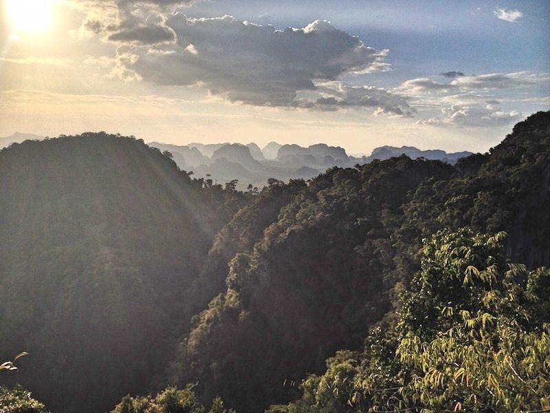 Ausblick vom Tiger Cave Tempel