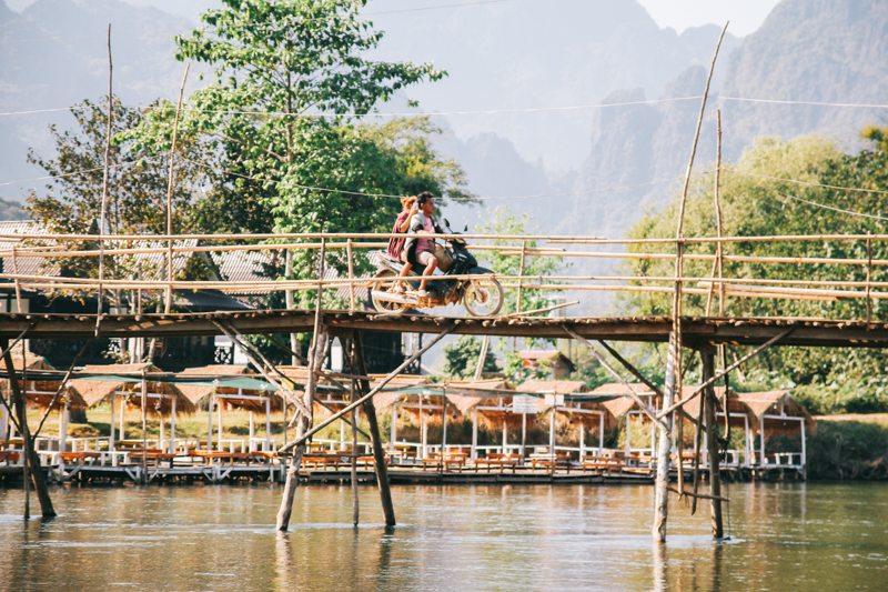 bambusbruecke vang vieng