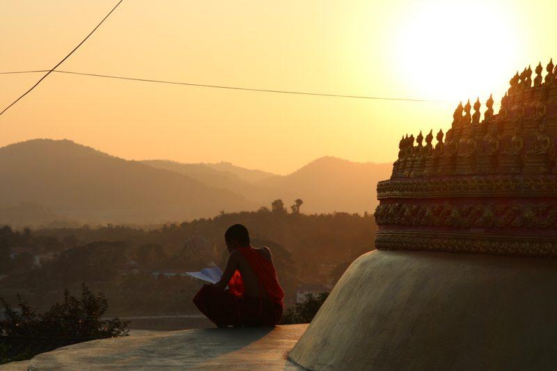 sonnenuntergang moench tempel ban houayxay