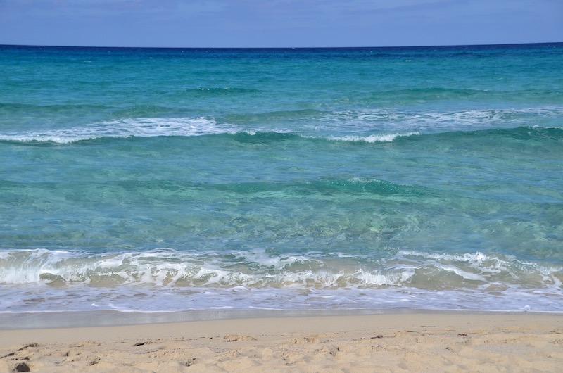Mallorca Highlights: Türkises Wasser am Strand von Cala Mesquida