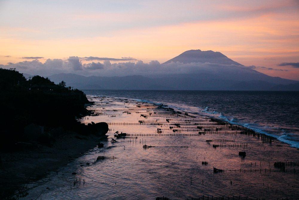 Sonnenuntergang auf Nusa Penida über Bali