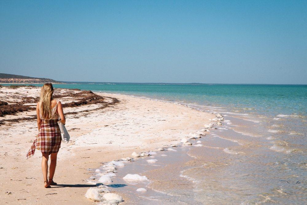 Spaziergang am Nanga Beach im Norden von Westaustralien