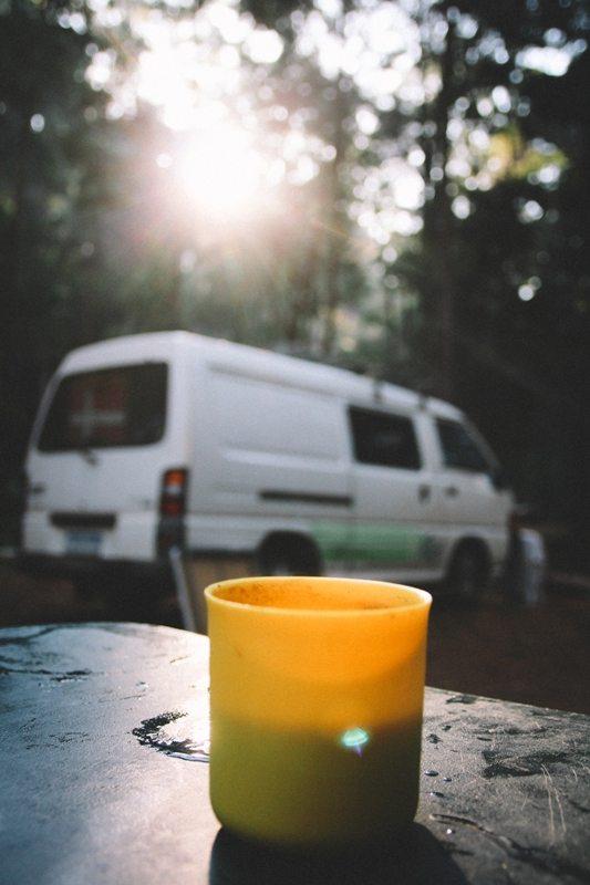 Westaustralien Roadtrip - Campen im Wald mit Morgenkaffee