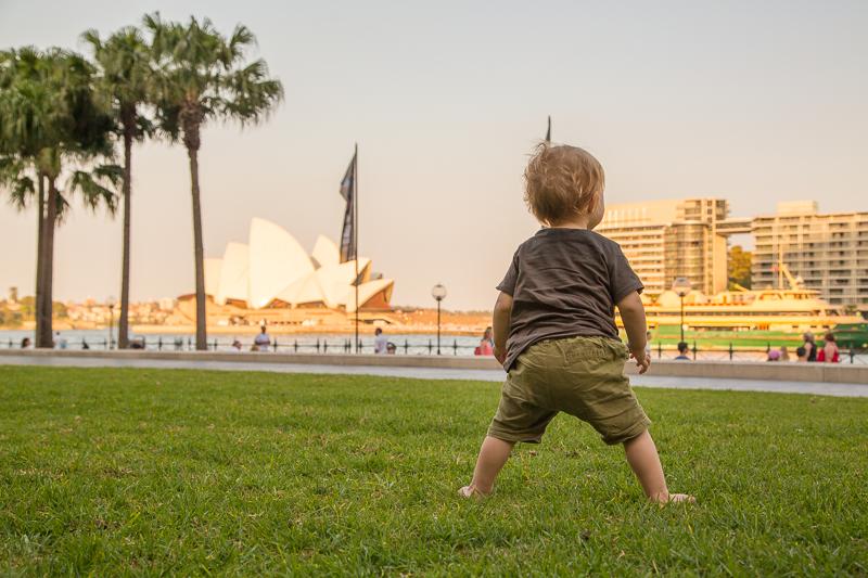 Wohin mit Baby reisen: Die ersten Schritte in Australien lernen