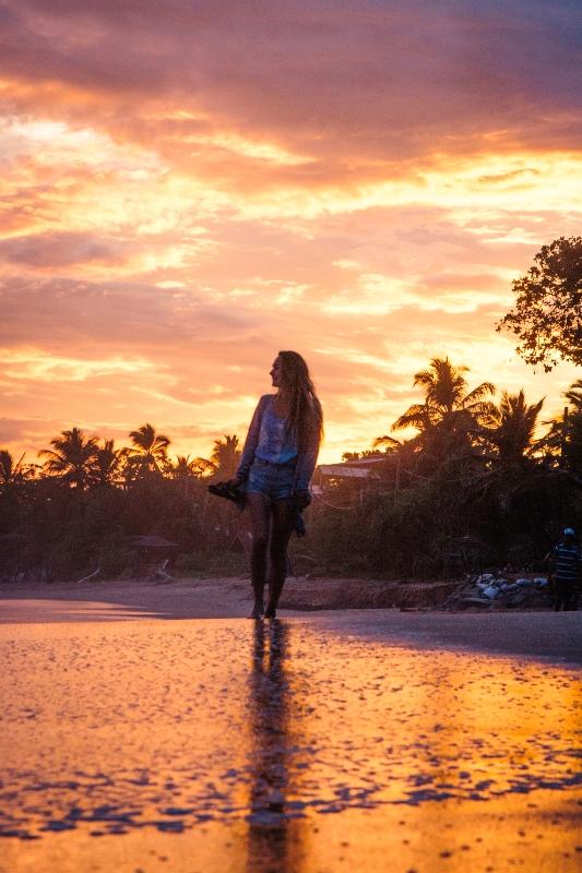 Sri Lanka Backpacking Highlight Sonnenuntergang am Strand von Tangalle