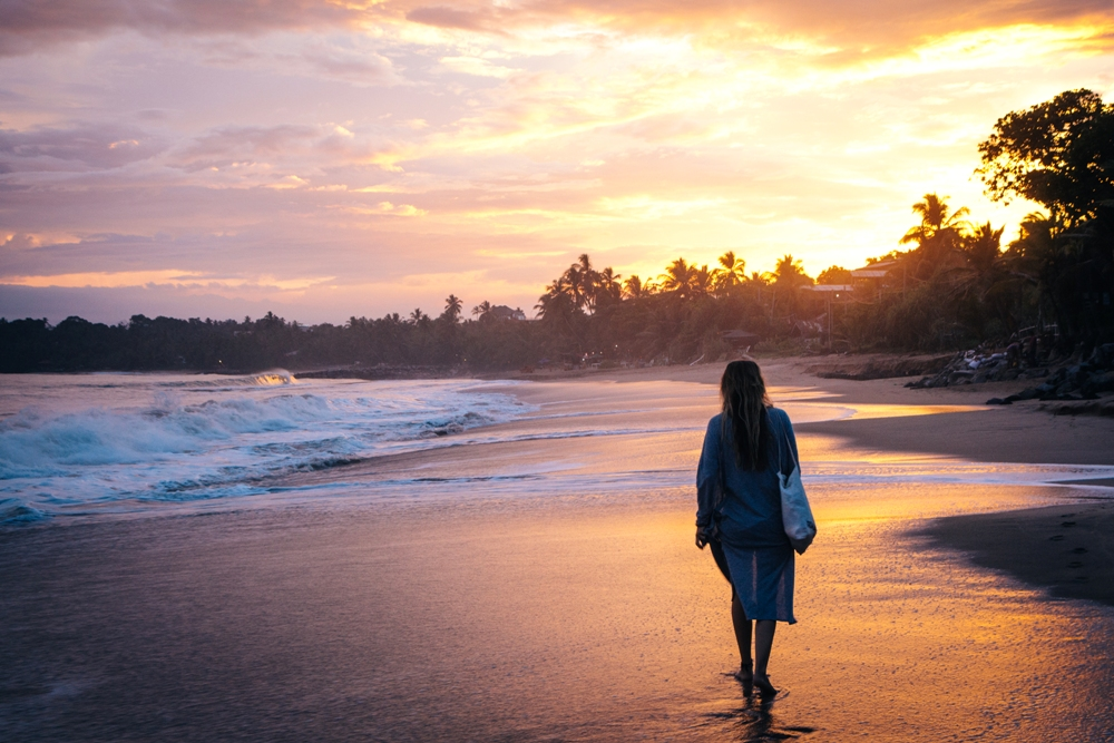 Sonnenuntergang am Strand von Tangalle - unser Sri Lanka Backpacking Highlight