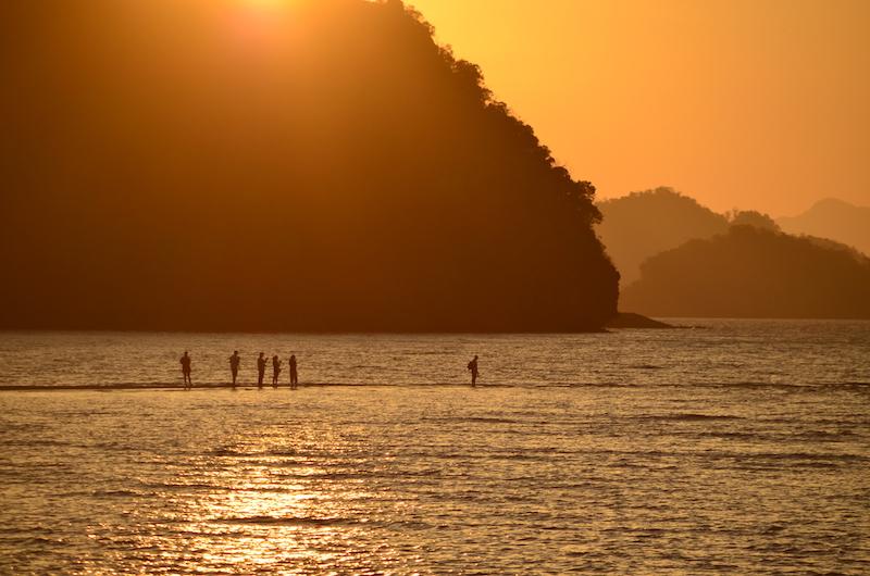 Sonnenuntergan an Traumstränden von Langkawi: Am Tanjung Rhu Beach