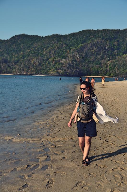 Beim Strandurlaub muss man gar nicht so viel beachten beim Backpacking mit Kind