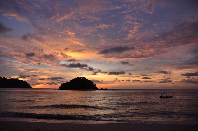 Den schoensten Sonnenuntergang auf der Insel Pangkor erlebten wir am Coral Beach
