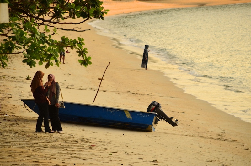 Einder der ruhigen Strände auf der Insel Pangkor: Pantai Teluk Nipah