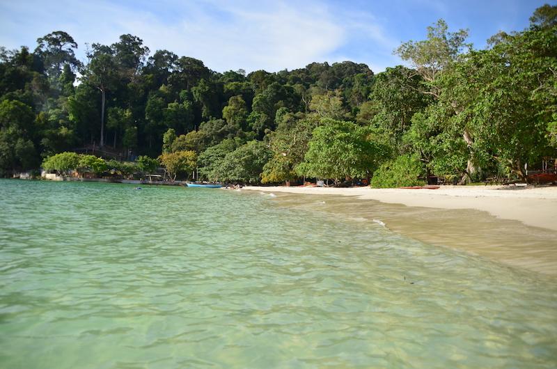 Klares Wasser am Coral Beach auf der Insel Pangkor